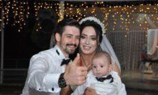 Düğünlerine bebekleri de katıldı… 'Unutulmayacak bir anı oldu'