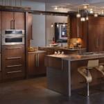 büyük dolaplı kahverengi geniş ferah modern amerikan mutfak modeli