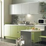 beyaz açık yeşil renk küçük sıcak amerikan mutfak modeli