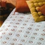 kare motifli dantel yatak örtüleri