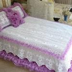 pembe dantel yatak örtüleri