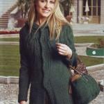 yeşil örgü düğmel, şağka ve yeşil çanta hırka